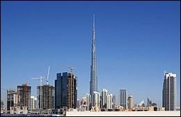 """Le """"Burj Khalifa"""" est actuellement le plus haut édifice construit par l'homme. Quelle est sa hauteur ?"""