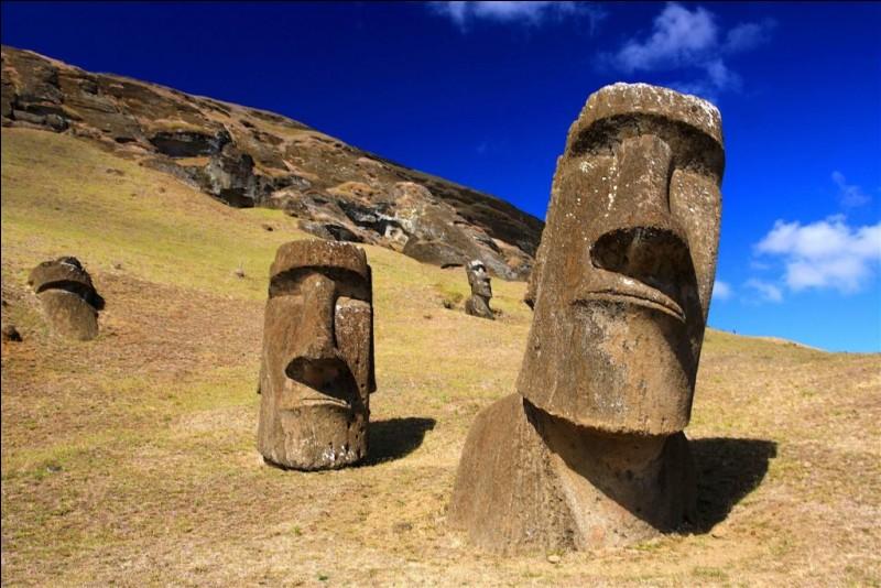 Dans quel pays se trouvent les moaï, les statues monumentales de l'île de Pâques ?