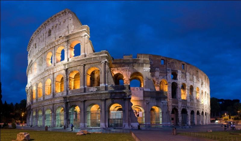 Le Colisée se trouve dans la ville de...