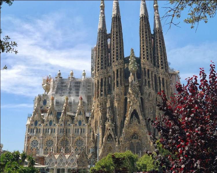 Dans quel pays se trouve la Sagrada Família ?