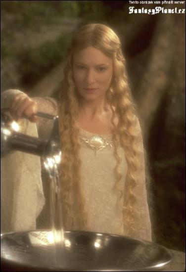 Comment s'appelle la dame de Lorien ?