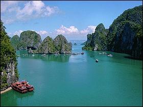 L'une des plus belles baies du monde est située au Vietnam. C'est...