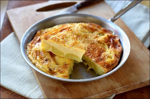 Quel est ce met à base de pommes de terre cuites à la poêle puis mélangées avec des oeufs battus ?