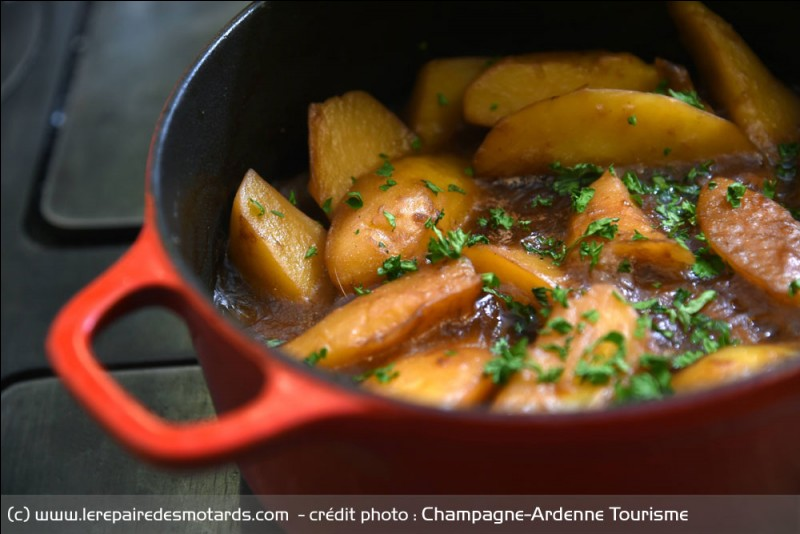 Quel est ce met emblématique des Ardennes à base de pommes de terre, de lardons et d'oignons ?