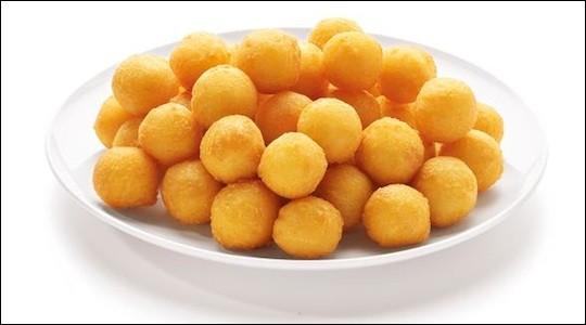 Quelle est cette préparation à base de boulettes de purée de pommes de terre cuites dans l'huile ?