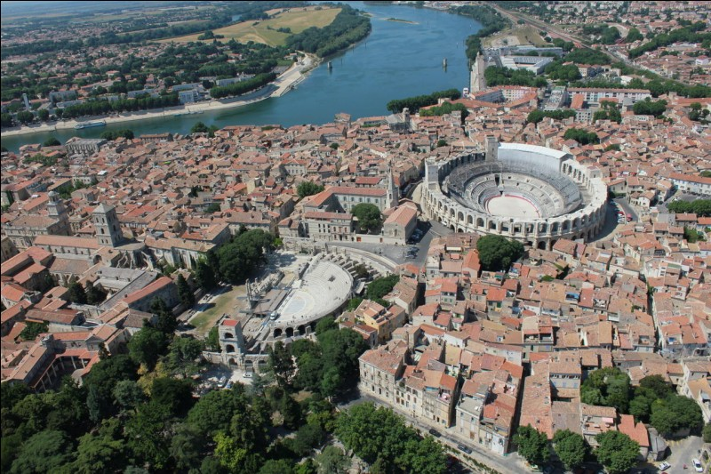 Jour 27 : programme de la journée : visite de la ville française métropolitaine dont la superficie est la plus grande. Je me trouve à...