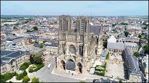 Jour 6 : enfin repue, je décide d'aller admirer la cathédrale où Clovis a été baptisé : je me rends donc à... ?