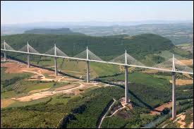 Jour 8 : je décide de prendre de la hauteur et de me rendre dans la ville du viaduc le plus haut de France. Où suis-je en ce huitième jour ?