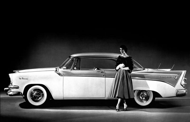 Apercevant la progression du nombre de foyers ayant deux voitures en Amérique, le groupe Chrysler décide avant l'heure, de conquérir une clientèle au profil précis. Des ambitions mal cachées car elle s'appelle..