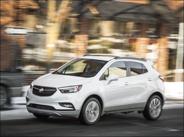 Outre son cousin américain le Chevrolet Trax, le familier Opel Mokka X a également eu un véritable jumeau de l'autre côté de l'Atlantique, de chez Buick. Lequel ?