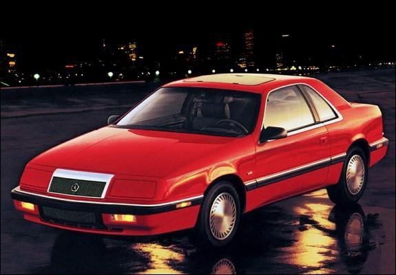 Le champ lexical de la noblesse est omniprésent. Où se situe ce coupé de luxe Chrysler sorti en 1986, dans la hiérarchie des titres de noblesse ?
