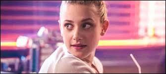 Qui Betty a-t-elle coincé dans un jacuzzi ?
