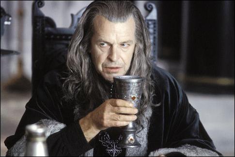 Espèce : DúnedainFamille : Fils d'Ecthelion IIDescription : Intelligent, fier, attiré par le pouvoir À savoir : Il vieillit prématurément à cause du Palantir Quel est ce personnage ?