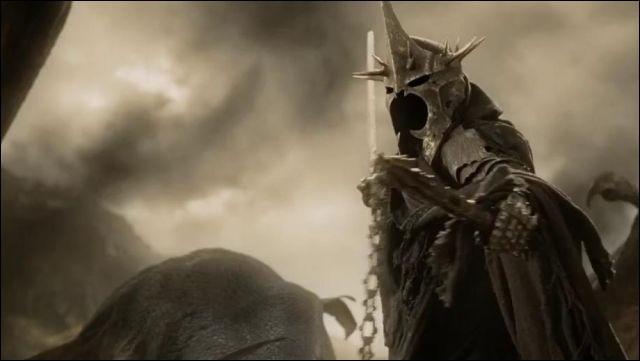 """Espèce : Númenor Famille : Chef des NazgûlDescription : Visage invisible, couronne royale, vêtu de noirÀ savoir : Ceux qui osent le frapper sont soumis au """"souffle noir"""" Quel est ce personnage ?"""