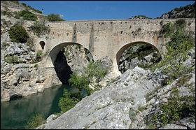 Entre Aniane et St-Jean-de-Fos, dans le département de l'Hérault, vous passerez peut-être sur ce pont.