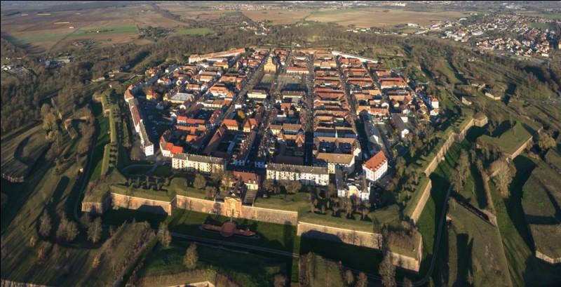 Dans quel département, la commune de Neuf-Brisach est-elle située ?