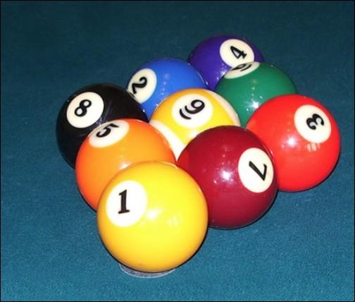 De quel sport le jeu de 9 est-il une variante ?
