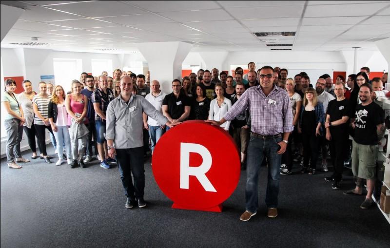 A quel site de vente de livres et d'objets techniques quelconques appartient ce logo ''R'' ?