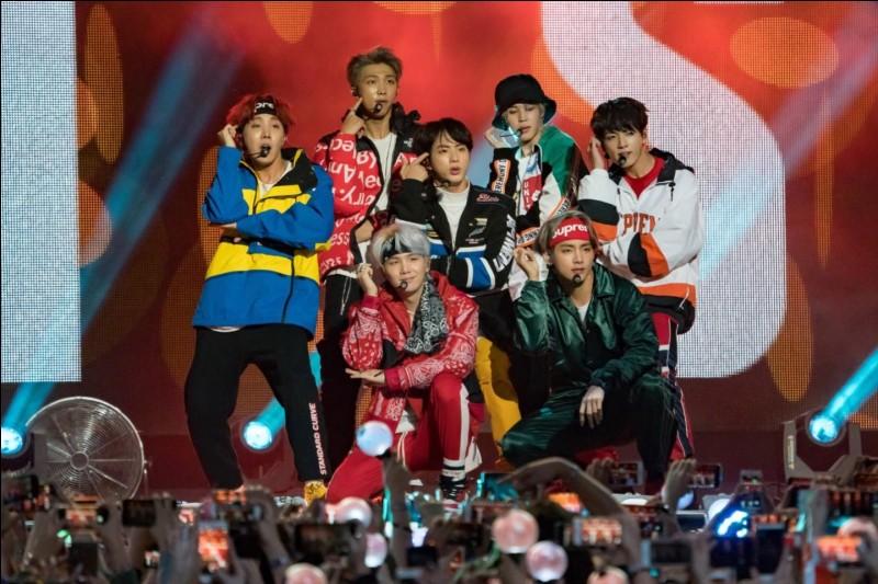 """Comment s'appelle ce groupe ayant interprété des morceaux tels que """"Fire"""", """"Boy with luv"""" et qui compte 7 chanteurs, danseurs ou rappeurs ?"""