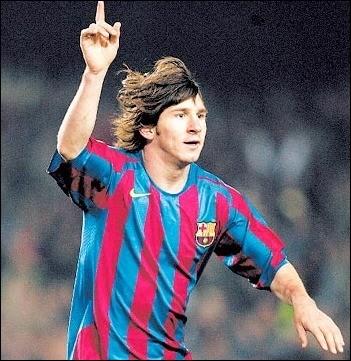 Face à quel club Lionel Messi a-t-il réalisé son premier match pro avec le Barça ?