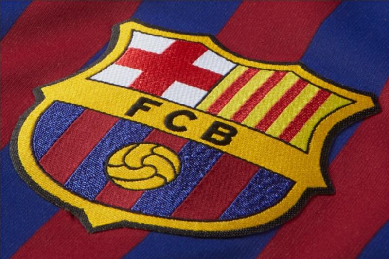 Depuis combien d'années le FC Barcelone possède son dernier écusson ?