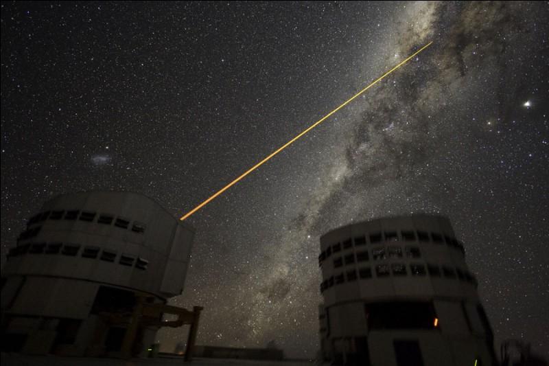 Il est situé à une altitude de 2 635 m. dans l'observatoire du Cerro Paranal, un site de 725 km2 en plein désert d'Atacama, au nord du Chili. Les 4 télescopes de 8,2 m de diamètre chacun, forment ensemble l'équivalent d'un miroir de 16,4 m. Trouvez le nom de celui qui a été (2004) le plus grand télescope du monde en surface collectrice et pouvoir de résolution combinés.