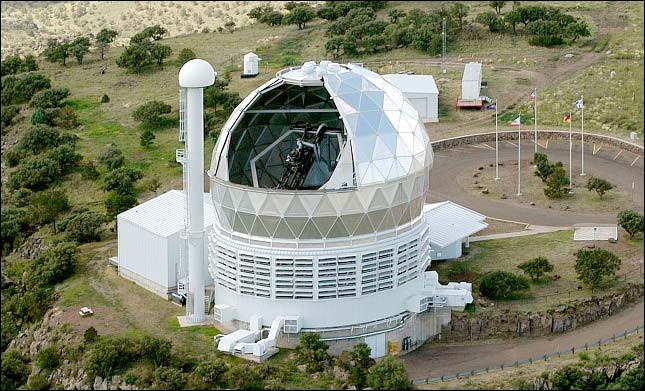 Ce télescope opère un miroir de 10 m (miroir primaire de 11.1 x 9.8 m) : on trouve cette installation au MacDonald Observatory, Texas, l'un des plus large en utilisation. Son objectif est de ''collecter une grande quantité de lumière, spécialement pour la spectroscopie''.Nommez ce télescope auquel l'ajout de 150 spectrographes permettra de cartographier le taux d'expansion de l'Univers.