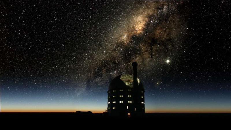 Situé à environ 400 km du Cap, voyez le plus grand télescope optique de l'hémisphère sud : il est équipé d'un miroir primaire hexagonal de 11,1 m de diamètre composé de 91 miroirs hexagonaux d'1 m chacun.Quel est le nom de celui qu'on surnomme : ''l'Œil de géant de l'Afrique'' ?