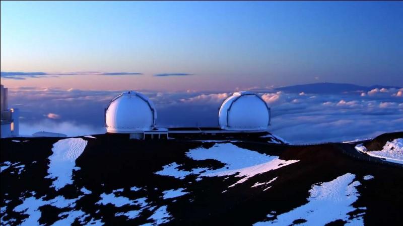 Ces 2 coupoles sont installées au sommet du Mauna Kea (4.145 m), à Hawaï. Ils sont équipés chacun d'un miroir primaire mesurant 10 m de diamètre et se composant de 36 segments hexagonaux. ''Ils sont, à ce jour, les télescopes optiques et infrarouges les plus productifs au monde''.Où se trouve ''The world's largest and most scientifically productive telescope on Earth'' ?