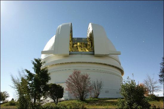 C'est un peu avec lui que tout a démarré, au nord de San Diego, en Californie : entre 1949, date de sa mise en service, et 1975, il a été le plus grand télescope. L'observatoire conserve son miroir de 5,08 m de diamètre et est encore en activité : depuis 2001, ''il participe notamment à la traque des astéroïdes géocroiseurs''.Nommez ce fameux observatoire.Merci d'avoir voyagé avec moi.
