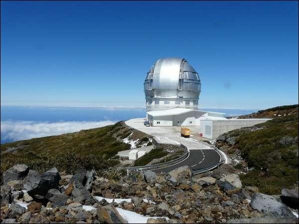 On trouve cet observatoire du Roque de los Muchachos à 2 396 mètres d'altitude, sur l'île de La Palma. Ce télescope possède 36 miroirs hexagonaux, ce qui lui donne une taille équivalente à un miroir sphérique de 10,4 m de diamètre, soit 75,7 m2.Quel nom porte ce télescope à la magnifique coupole ?