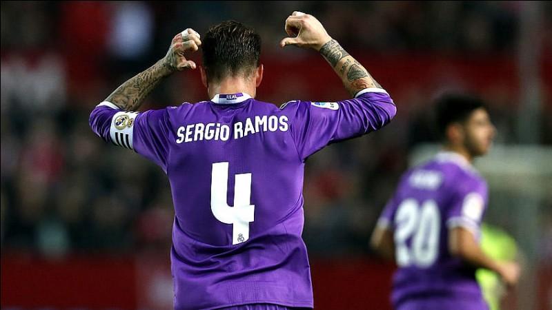 Par qui, le numéro 4 du Real Madrid lui a-t-il été attribué ?