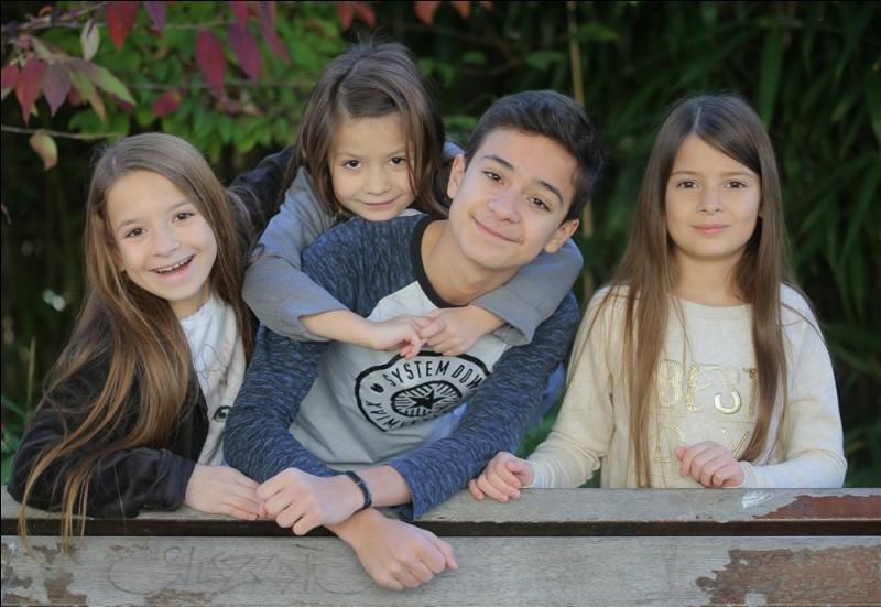 Comment s'appelle cette famille d'acteurs/youtubeurs ?