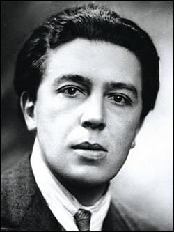 Qui est cet André, poète, écrivain et chef de file du surréalisme ,mort en 1966 ?
