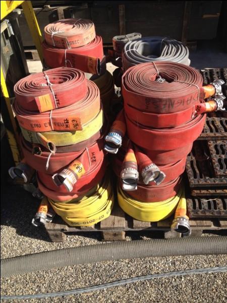 Comme tout camion de pompiers, il dispose d'un bon nombre de...