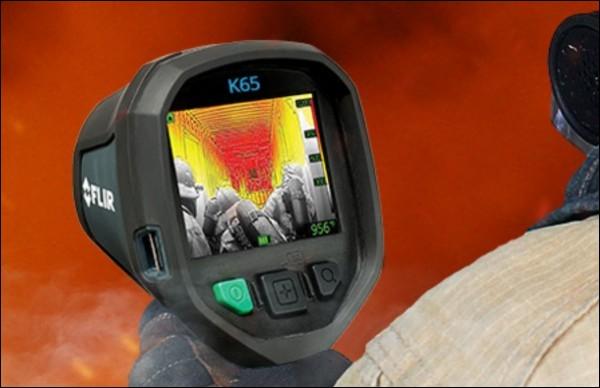 Au cœur d'un feu, il est très difficile de repérer une éventuelle victime. Ce petit gadget aide beaucoup. Qu'est-ce ?