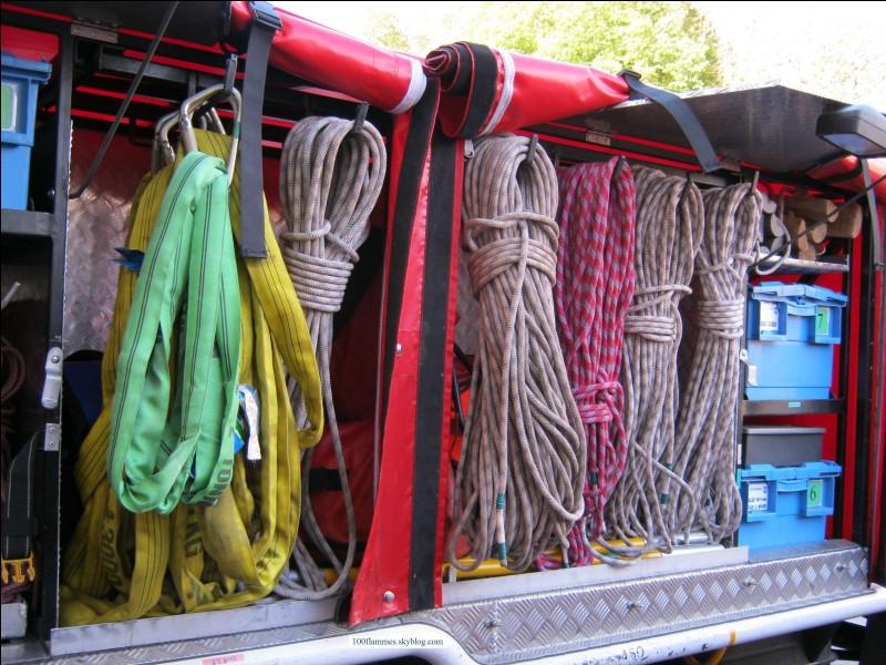 Ces matériels s'utilisent notamment lors de sauvetages difficiles d'accès, comme dans les canyons ou encore pour prendre en charge une victime en haut d'une grue. Quelle unité spécialisée des corps des pompiers de France dispose d'un équipement similaire ?