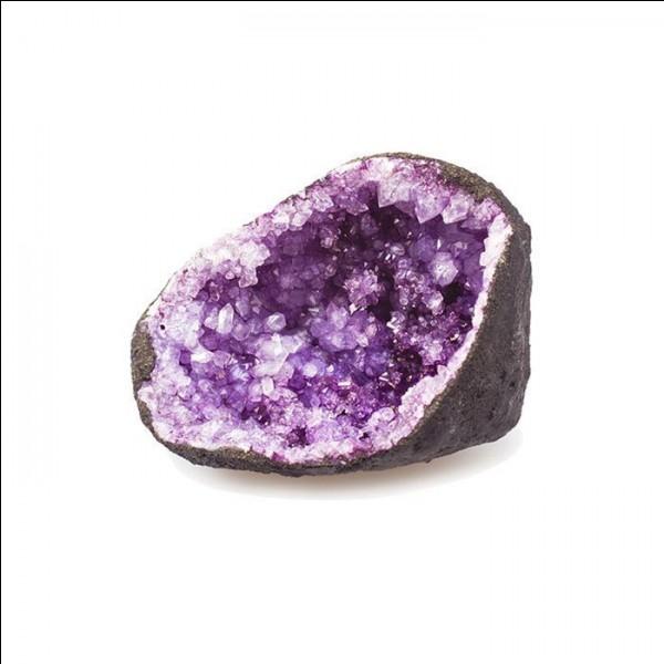 Quelle est la pierre semi-précieuse présente sur cette photo ?