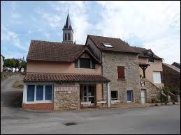 Nous terminons notre balade en Aveyron, à Vailhourles. Nous sommes en région ...
