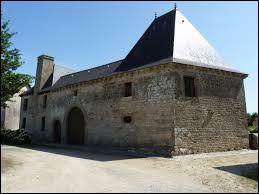 Petit tour en Bretagne, où je vous donne rendez-vous devant le manoir du Vieux Bourg de Merdrignac. Ville de l'arrondissement de Saint-Brieuc, elle se situe dans le département ...