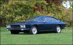 Faisons une halte en Suisse et approchons-nous de cette auto aux allures d'italienne. Quelle est cette voiture ?