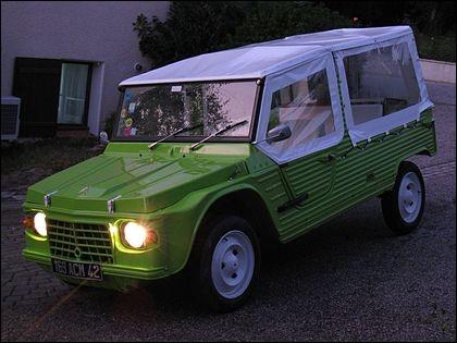 Finissons avec une voiture française qui porte le nom d'un dromadaire. Quel est son nom ?