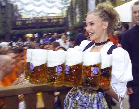 Quelle ville allemande, capitale de la Bavière, est célèbre pour sa 'fête de la bière' ?