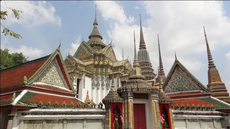 """Où se trouve le monument """"Le Wat Pho"""" ?"""
