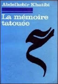 """Quel est l'auteur de ce roman intitulé """"La Mémoire tatouée"""" ?"""