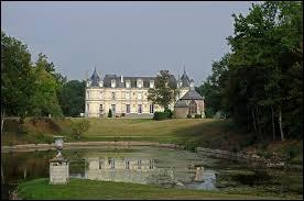 Je vous propose de partir à la découverte du château de Poillé de Charentilly. Commune Tourangelle, elle se situe en région ...