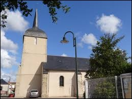 Nous sommes dans les Pays-de-la-Loire devant l'église Sainte-Marie-Madeleine de Froidfond. Commune des Sables-d'Olonnes, elle se situe dans le département ...