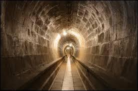 Tu es enfermé dans une cellule, ta seule sortie de secours est de creuser sous terre, quel sortilège utilises-tu ?