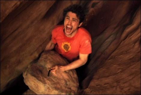 Tu as vu une lance entre deux gros rochers, sauf que ton bras droit est coincé entre les rochers ! Que fais tu ?