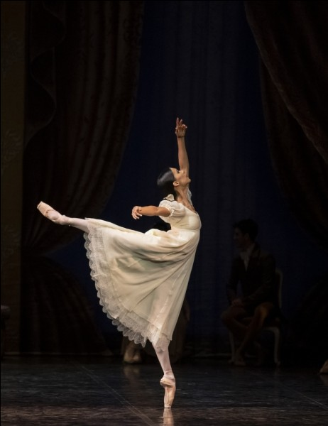 Puis, la danse classique.Comment s'appelle cette figure ?
